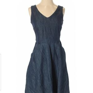 Vineyard Vines denim dress 6 V-neck